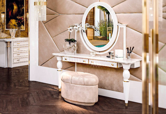 Faoma Make-Up Table