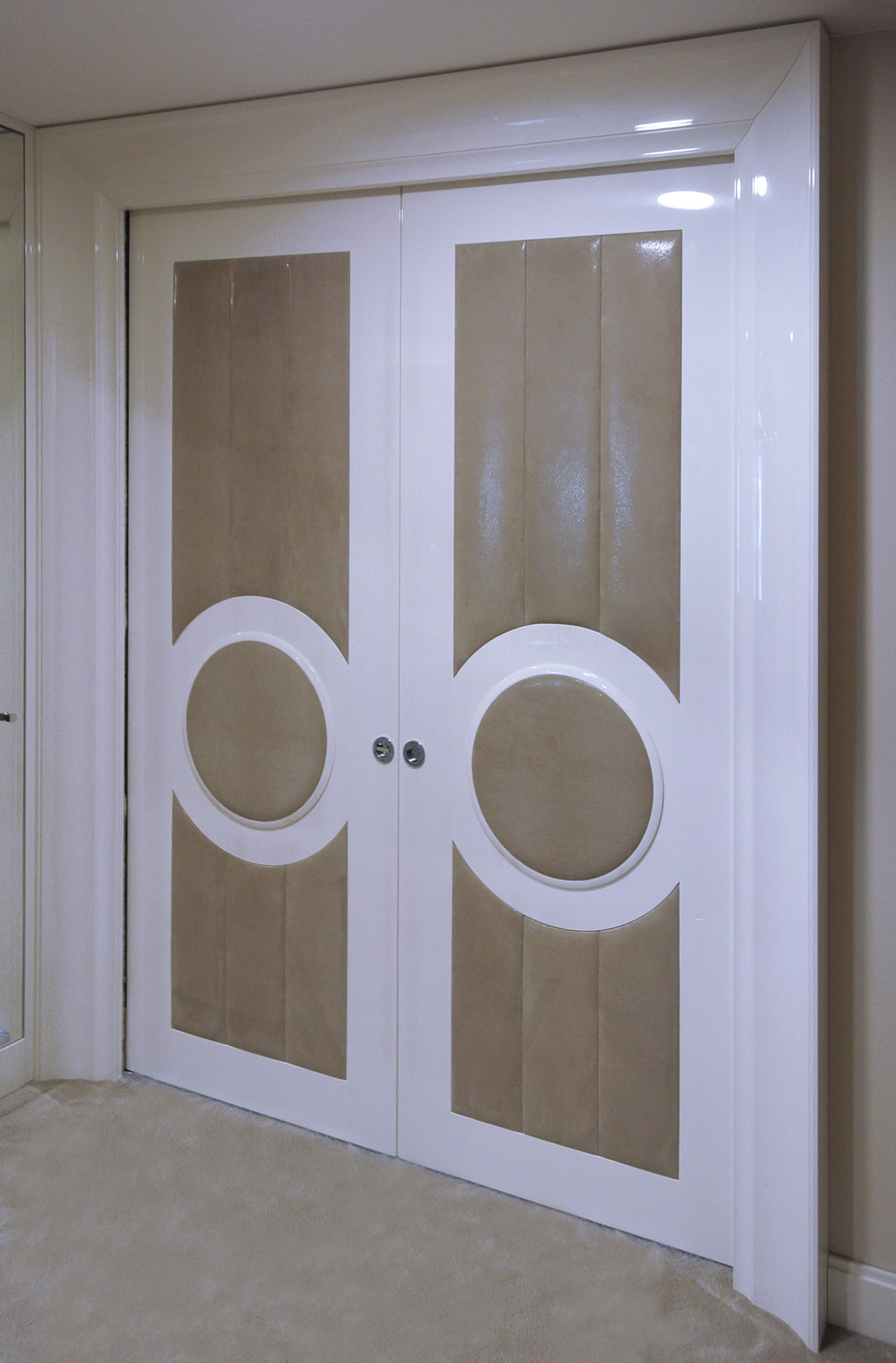 Faoma white wood and fabric sliding door