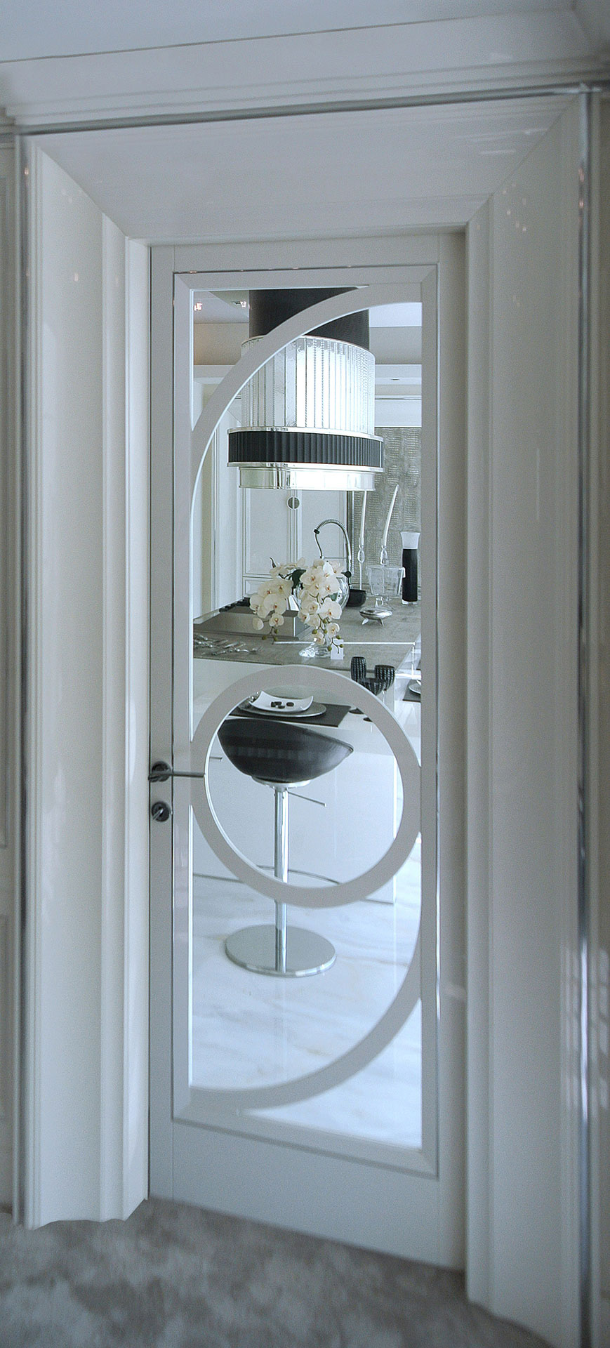Faoma white lacquered wood and glass door