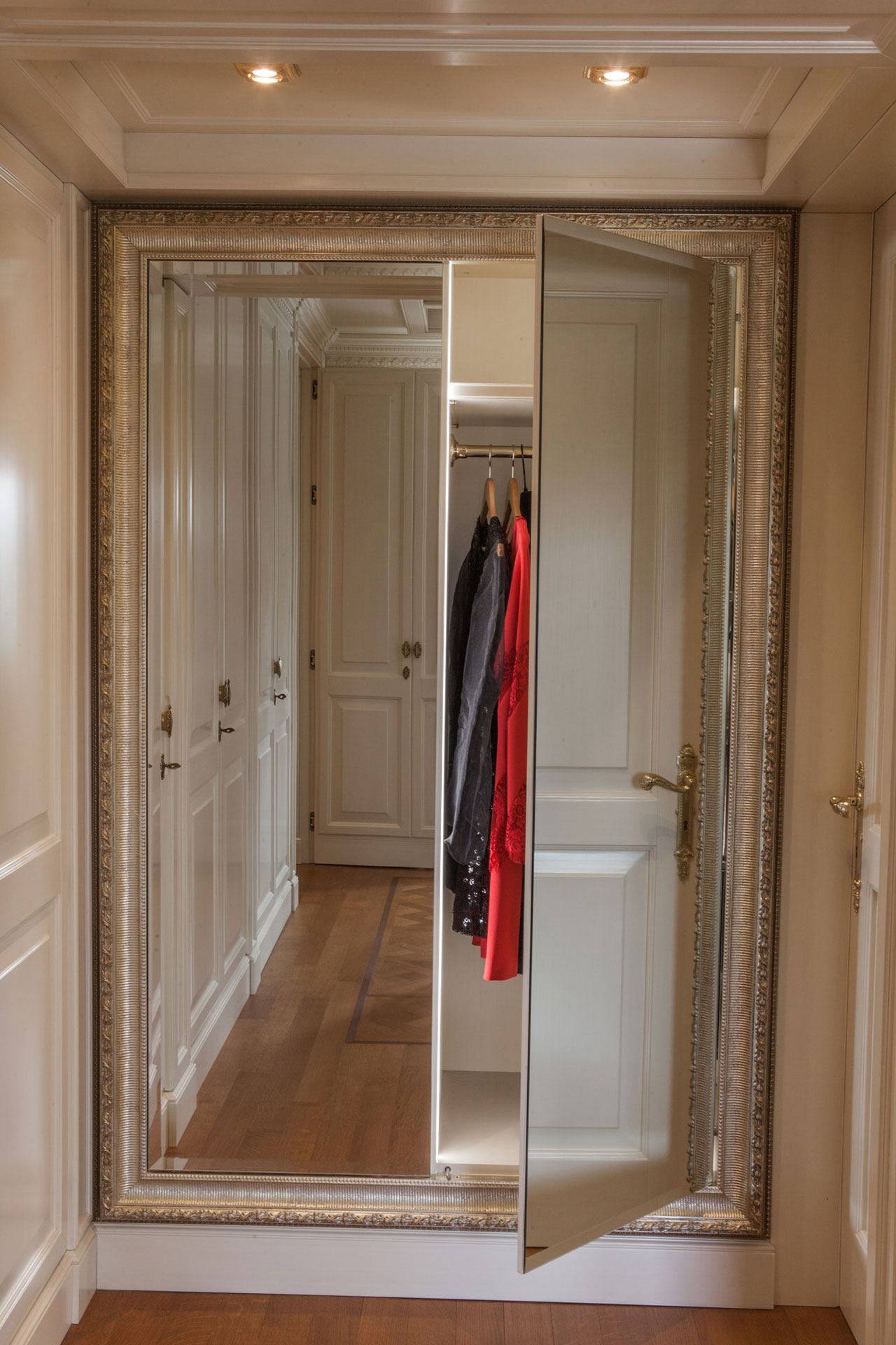 Faoma Mirrored wardrobe with boiserie