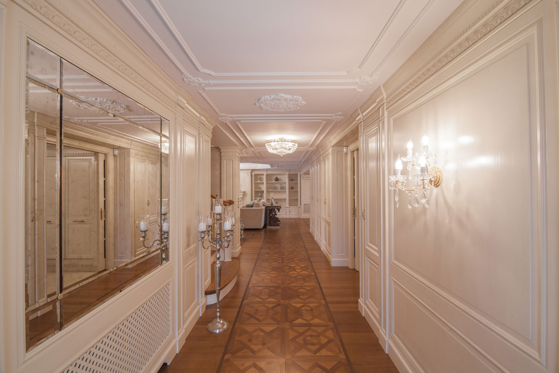 Faoma Entrance in classic boiserie