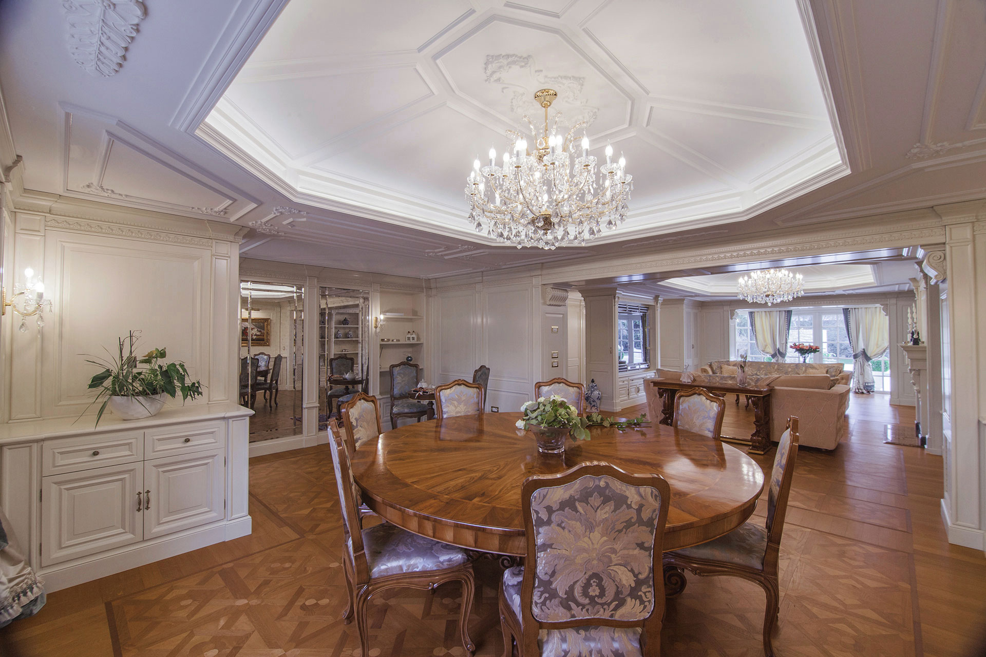 Faoma bespoke classic dining room