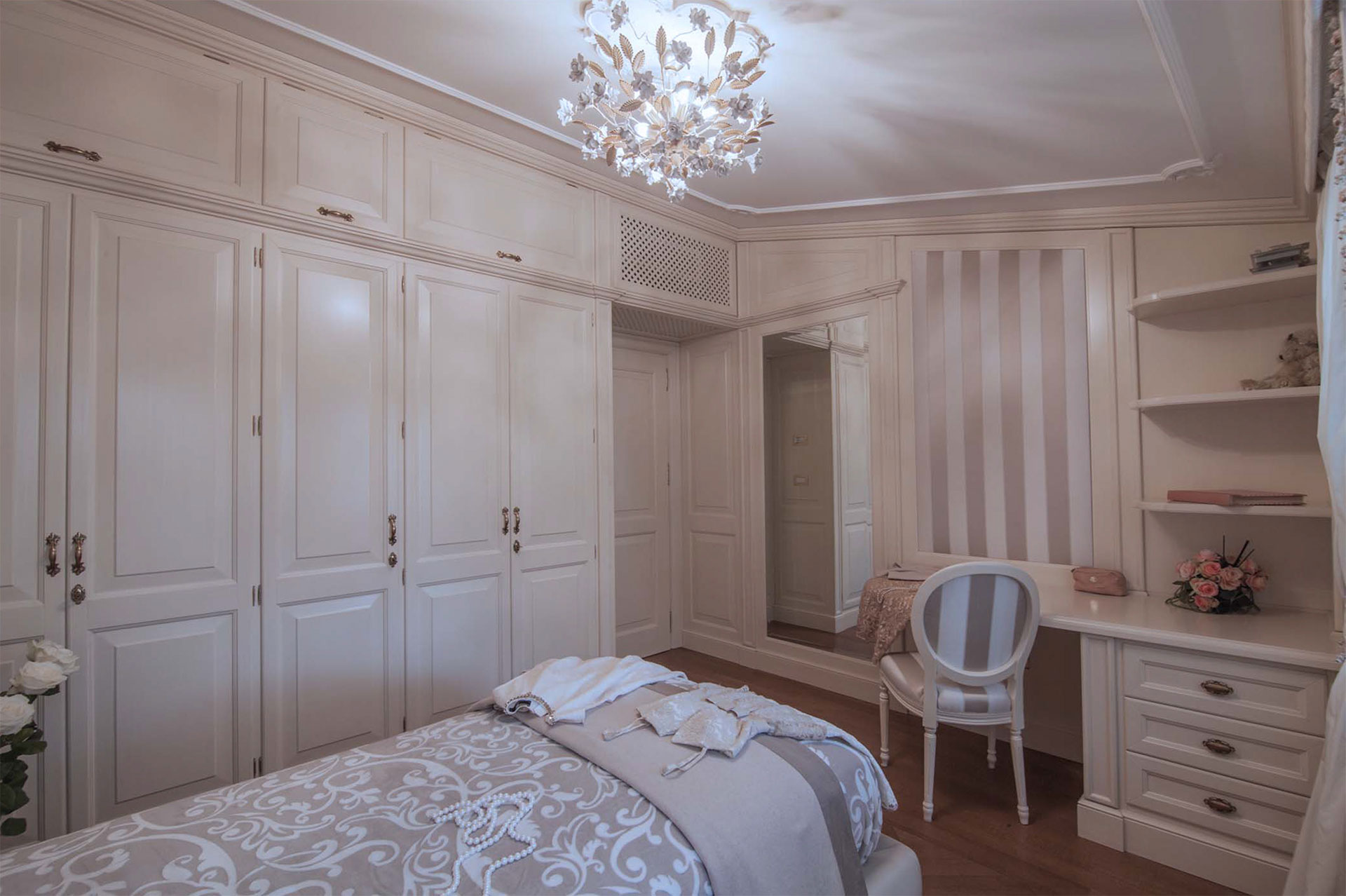 Faoma bespoke wardrobes for small bedroom
