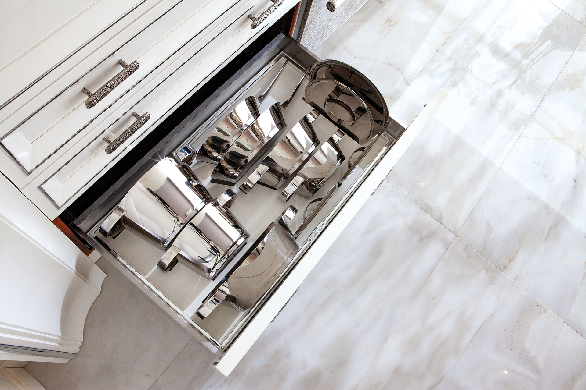 Faoma Dehon customised kitchen drawers