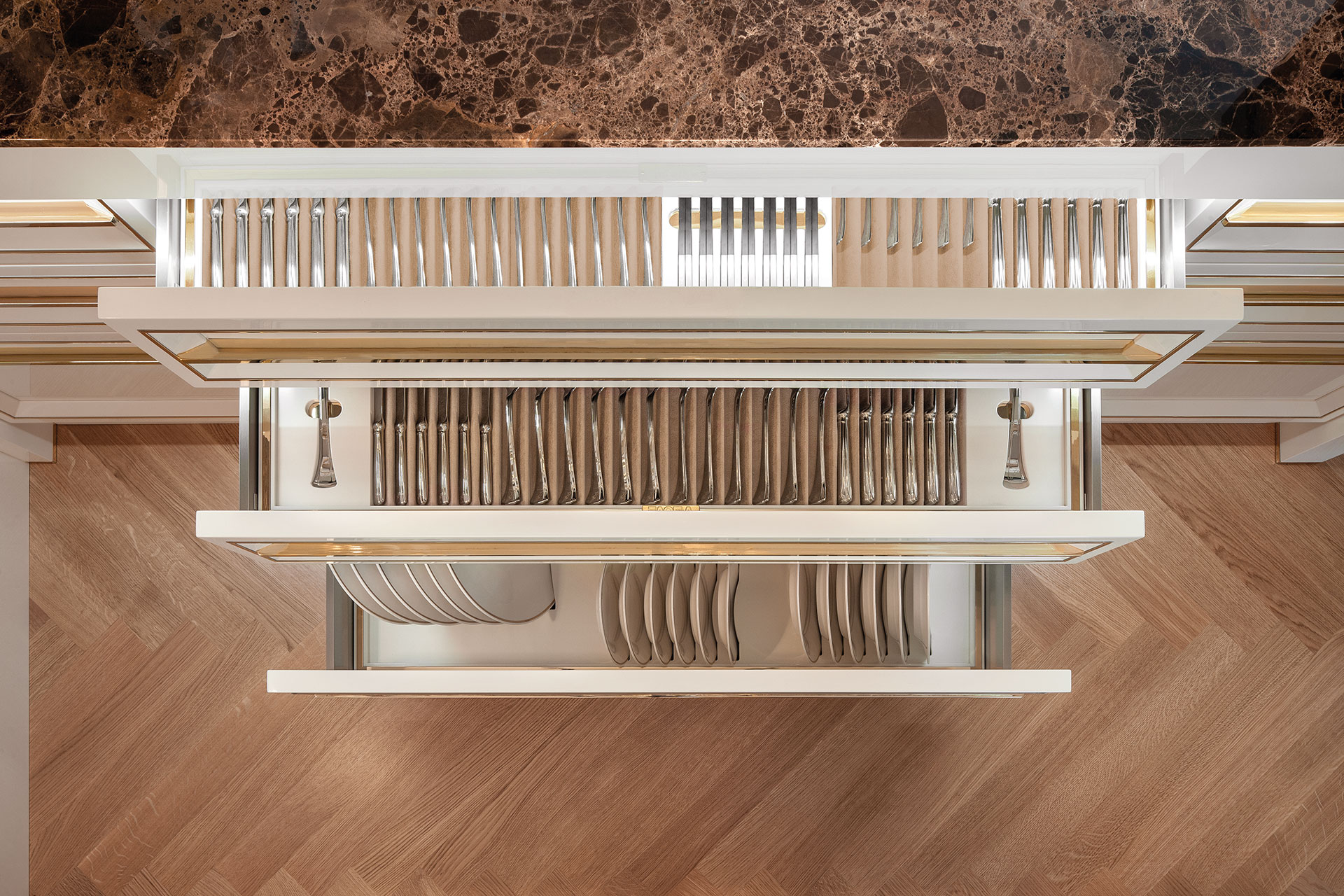 Faoma Zairo equipped kitchen drawers