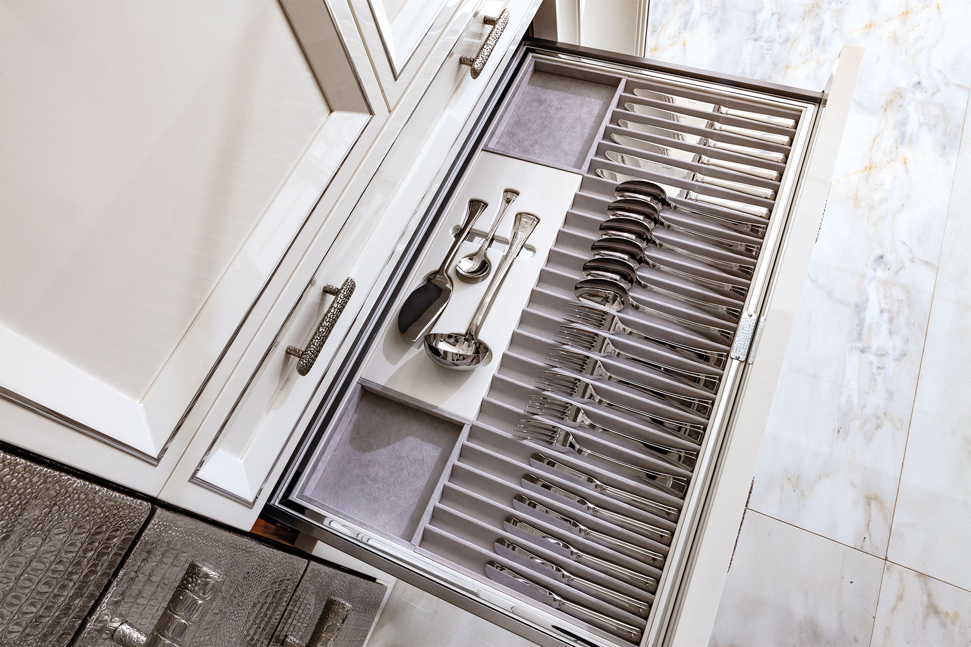 Faoma cutlery tray for kitchen